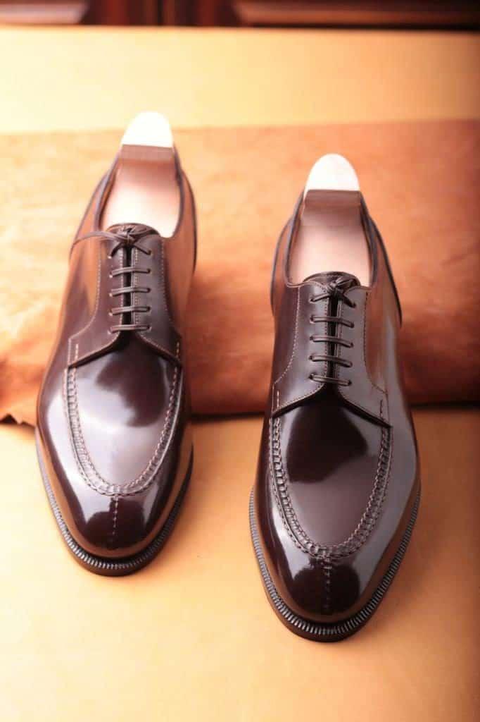 Mycket läcker split toe derby, som ligger lite högre i pris än övriga modeller på grund av de handsydda momenten.