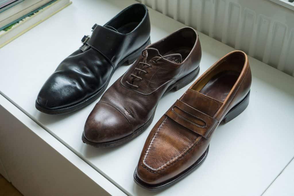 Noterbart är att ovanlädret på Carmina-skon (gällde även syskonet) hade spruckit.
