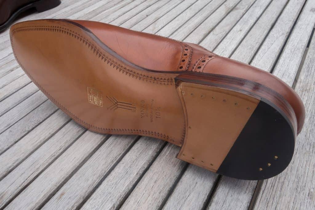 Undersidan på Yankos skor, med stängd kanal och välvd midja. Bilder: Skolyx