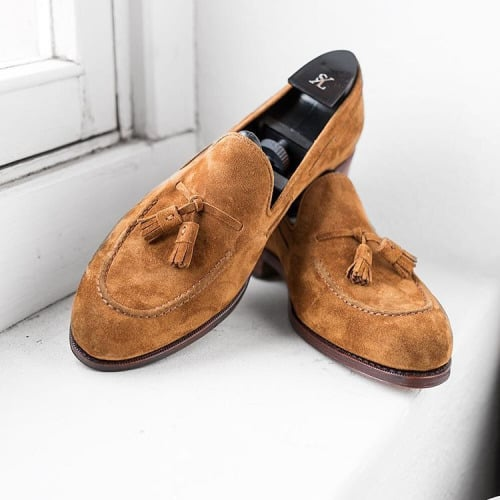 Fin tassel loafer.