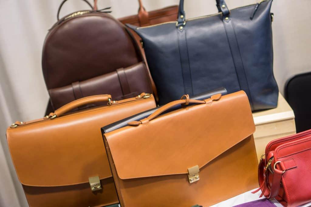 Klassiska portföljer och mer weekendbetonade väskor från Frank Clegg.