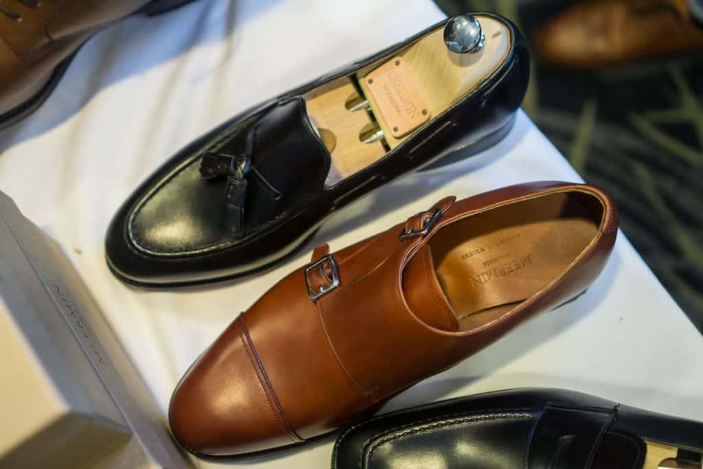 Tassel loafer i svart, munksko i ljusbrunt.