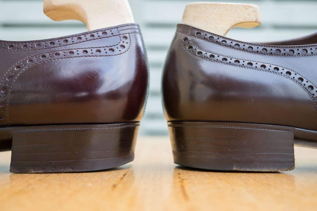 Mönster klokt Yohei rygg räknare går lite högre och kortare. Stängningen är fenomenal på båda skorna. Markis har en bit tunnare häl hissar, men formen på hälarna är såsom nämnts ovan mycket lika.
