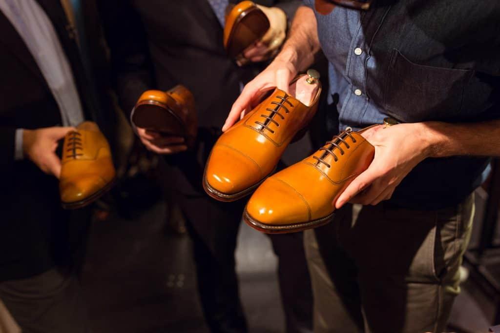 Alla bidragen granskades noggrant, och jämfördes med en oputsad sko.