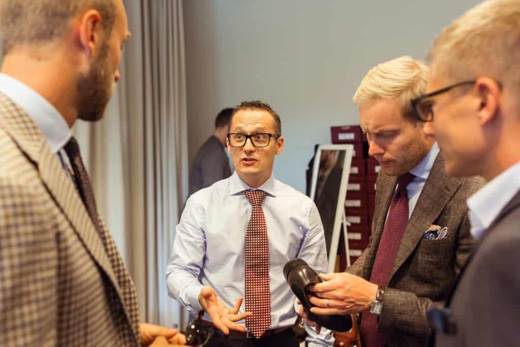 Rezso Kuti från Vass pratar med Andreas Weinås från Manolo, Brunngårds Niclas Andersson och Joakim Berggren, en av arrangörerna.