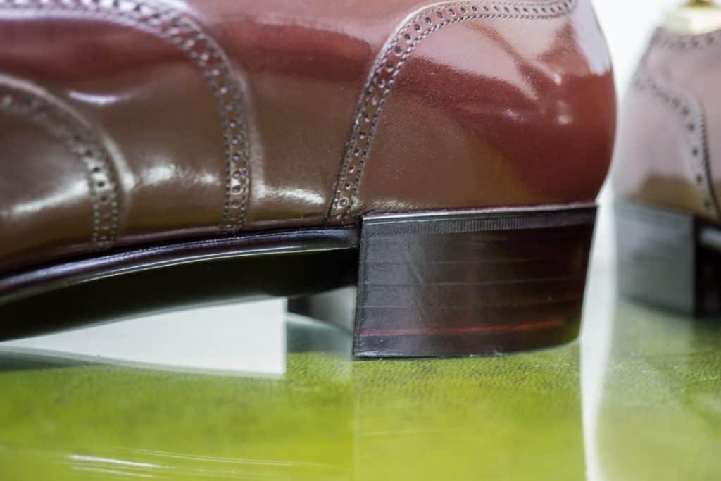 Närbild på klackens uppbyggnad och den markerade övergången från midjan.