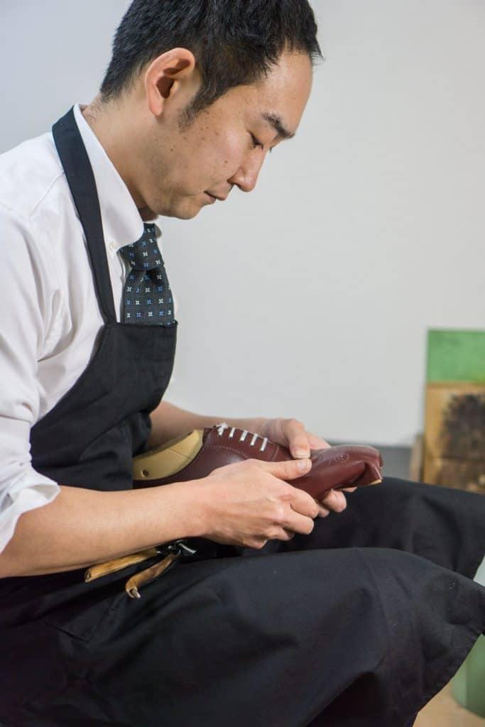 Eiji Murata i verkstaden.