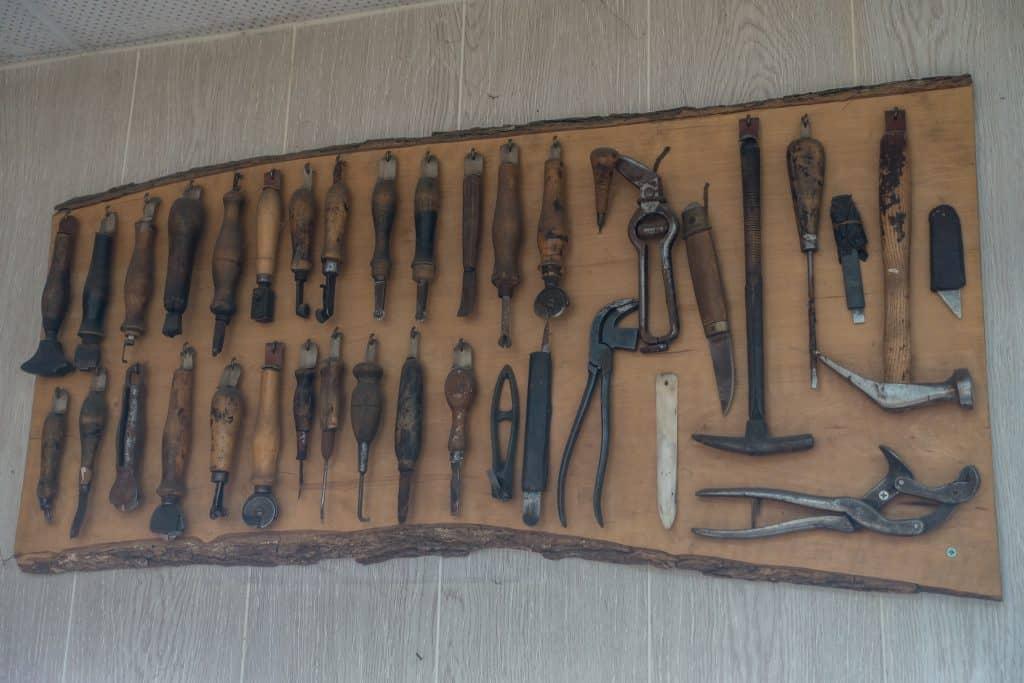 Gamla verktyg på display.